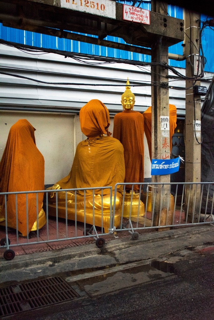 Buddha Image Shopping District Bangkok (c) Tim Peterson